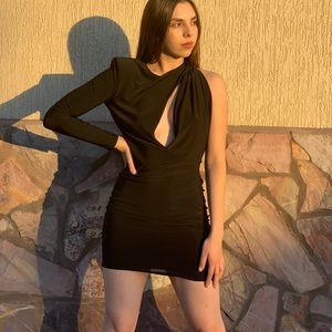 Dresses & Skirts - Black dress available in L